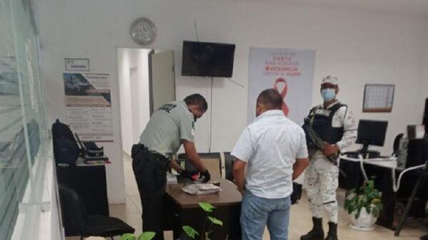Yucatán: Detienen a pasajero con $450 mil pesos adheridos al cuerpo.