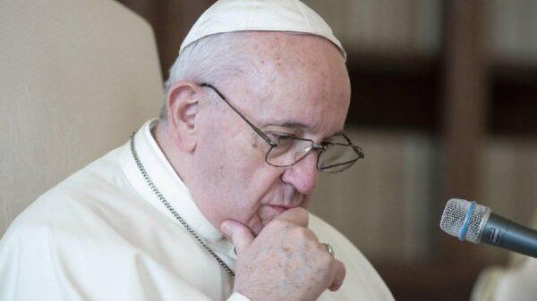 Interceptan balas dirigidas al Papa Francisco por un escándalo financiero