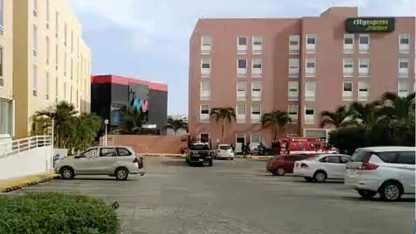 Cancún: Atacan a balazos a huésped de hotel en pleno centro