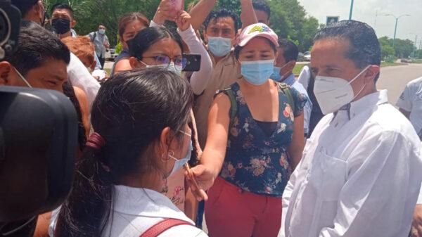 Atiende Carlos Joaquín a trabajadores de las Caravanas de la Salud