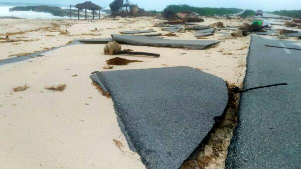 """Invertirán 2.5 MDP para reparar carretera dañada por """"Grace"""" en Cozumel"""