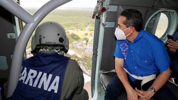 Sobrevuelan Carlos Joaquín y Semar áreas afectadas en Tulum