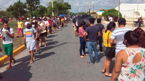 Por rezagados, maratónica jornada de vacunación contra covid-19 en Cancún