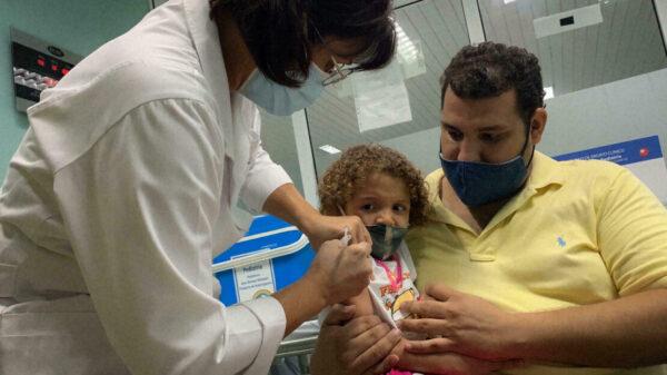 Cuba, primer país en vacunar a niños a partir de 2 años.