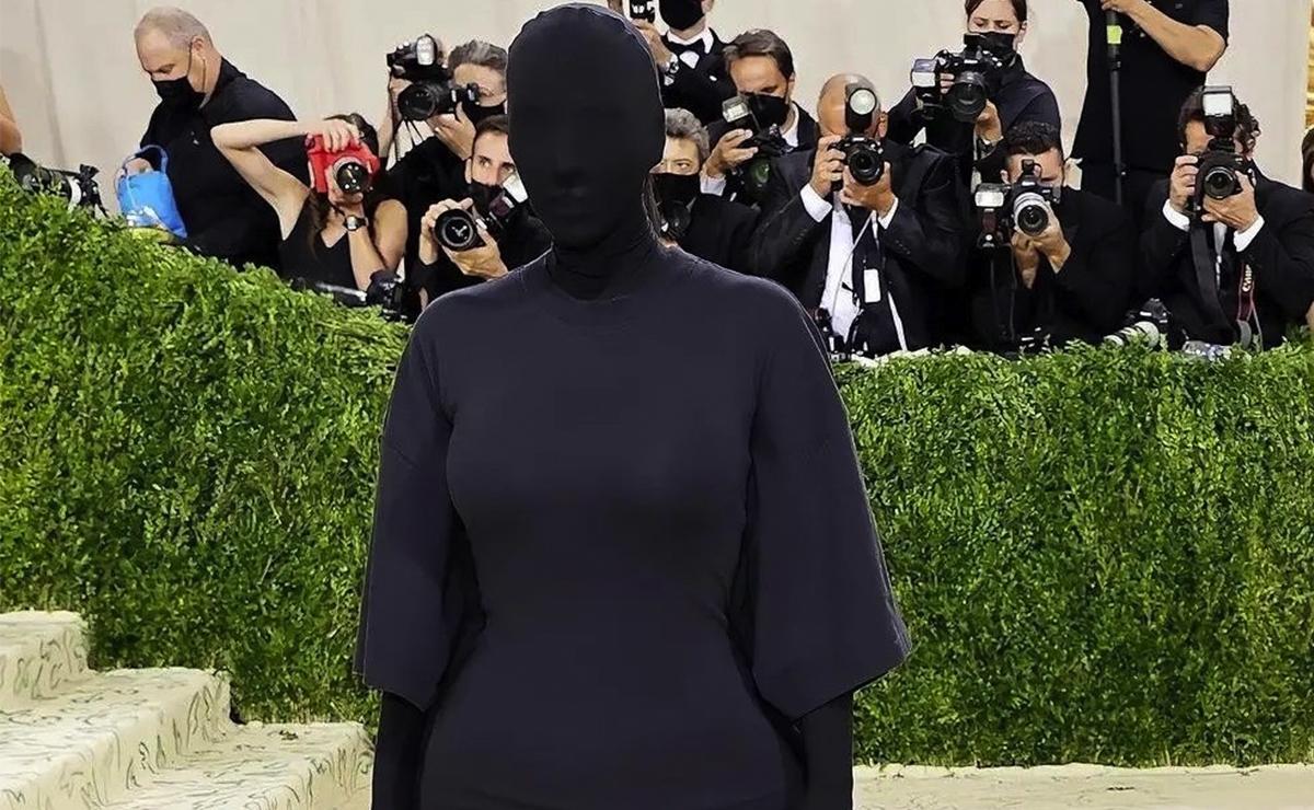 Kim Kardashian desata memes a su paso por la alfombra roja del Met Gala 2021