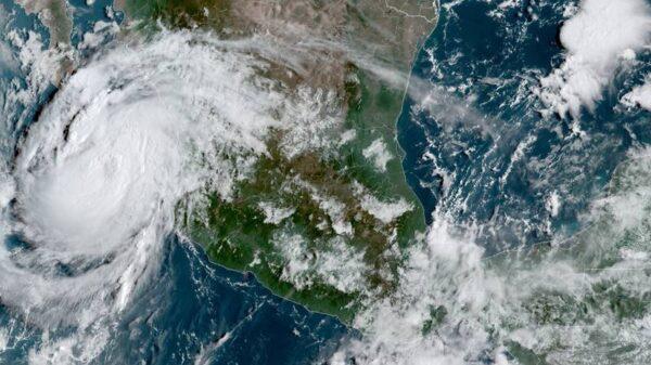 'Olaf' se convierte en huracán; se enfila hacia Los Cabos (VIDEO).