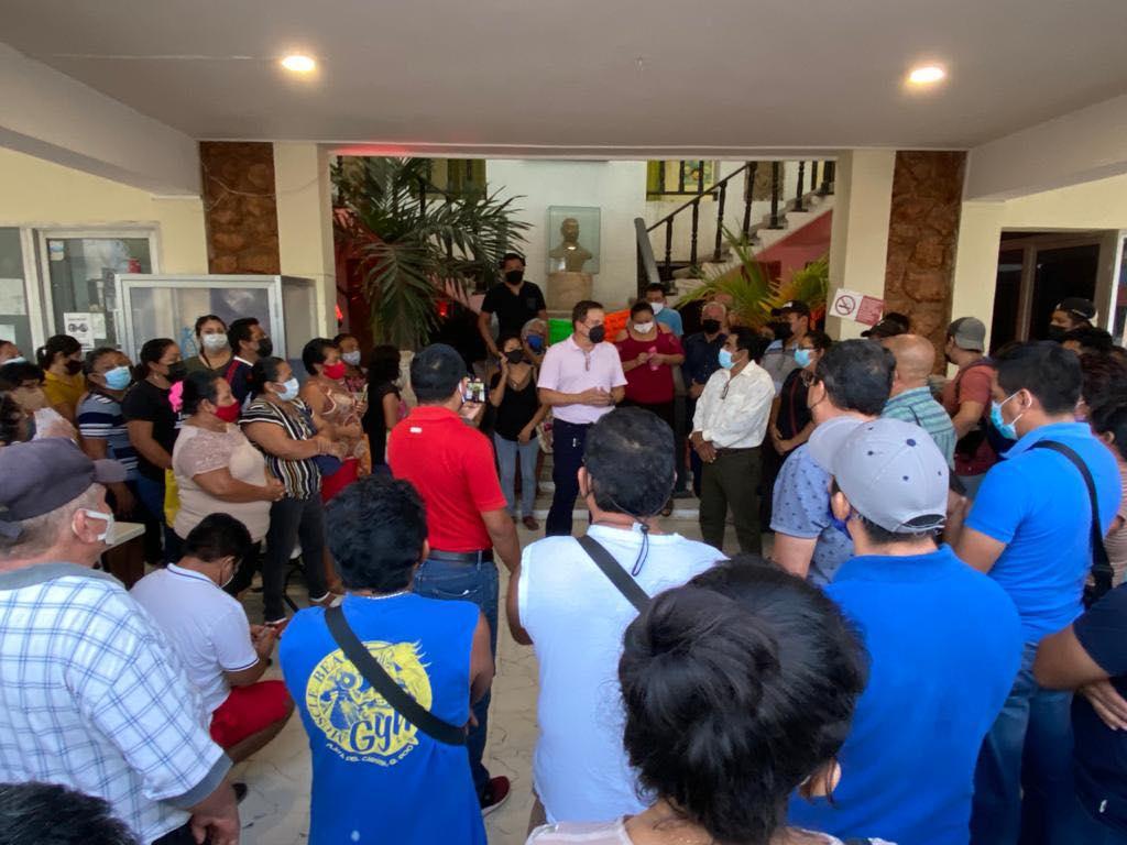 Trabajadores del Ayuntamiento de FCP agradecen a Luis Alegre su apoyo en conflicto laboral.
