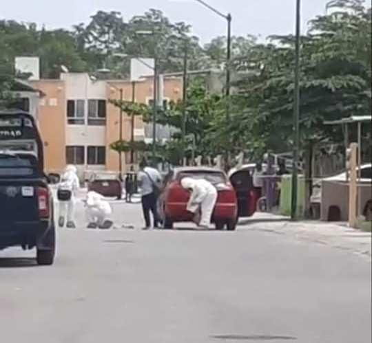 Ejecutan a una frente a sus hijas en Playa del Carmen; sus dos menores hijos que la acompañaban en un carro resultaron lesionados.