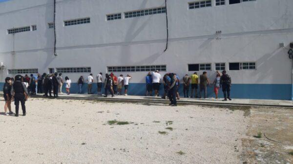 Playa del Carmen: Barren con narcomenudistas y extorsionadors en la Quinta Avenida.