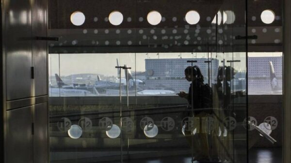 Frena despegue de aviones en AICM, falla en el sistema