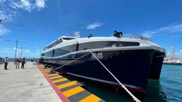"Supervisan pruebas de atraque del barco ""Xel-Há"" del Grupo Xcaret."