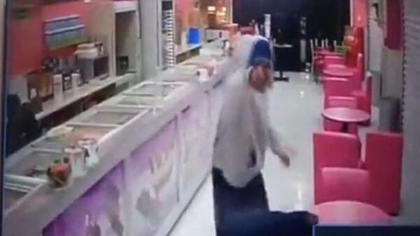 Joven es baleado dentro de una paletería en la Ciudad de México