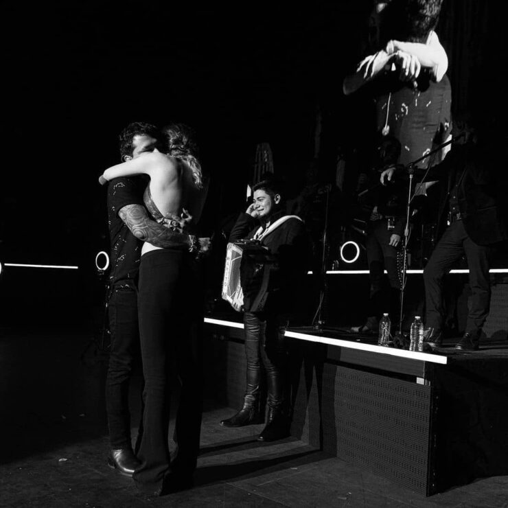 Belinda sorprende a Christian Nodal durante concierto en las Vegas