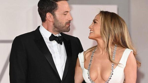 Ben Affleck y Jennifer López hacen oficial su romance en la alfombra roja