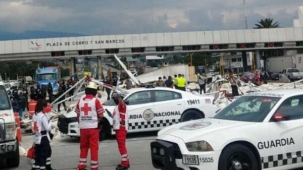 Reportan dos muertos tras choque de tráiler en la caseta México-Puebla