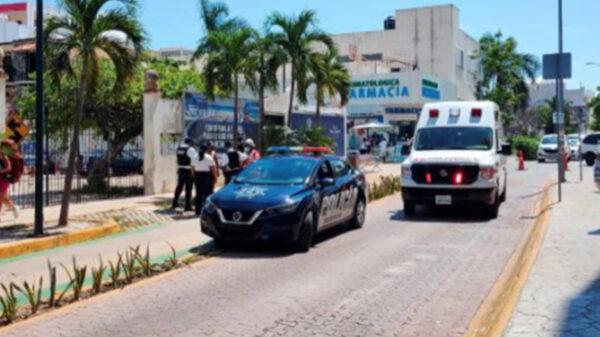 Ebrios disputan a cuchilladas latas de aluminio en Playa Del Carmen