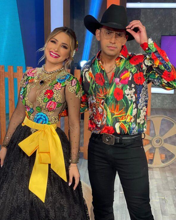 Cynthia Rodríguez se cae en pleno show musical en VLA
