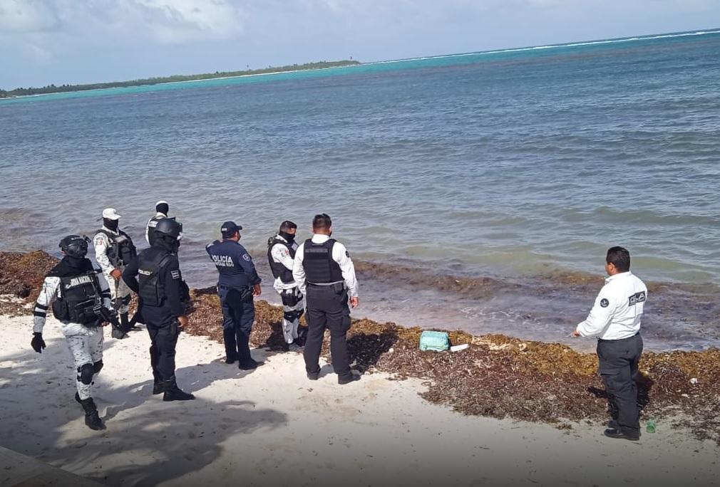 Recala en playa de Tulum bulto con 20 kilos de cocaína.