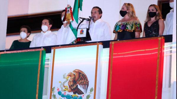 El gobernador Carlos Joaquín encabezó la ceremonia del Grito de Independencia