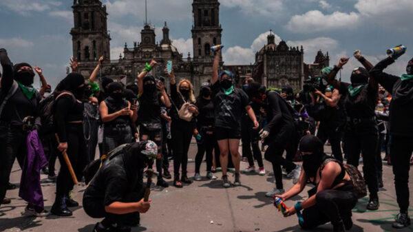 Reportan 34 personas heridas tras marcha de feminista en CDMX