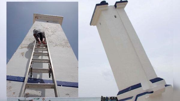 Embellece gobierno de Puerto Morelos el emblemático faro inclinado