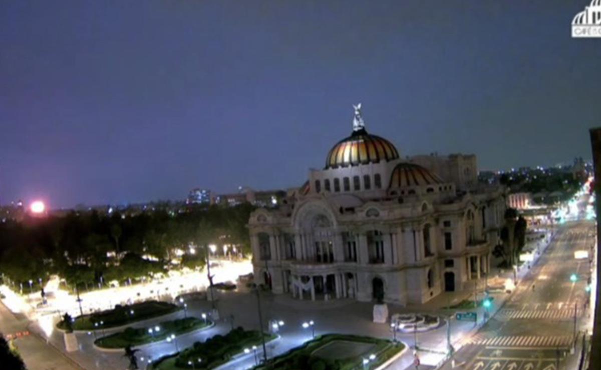 Habitantes de la Ciudad de México despiertan con tremendo rayo