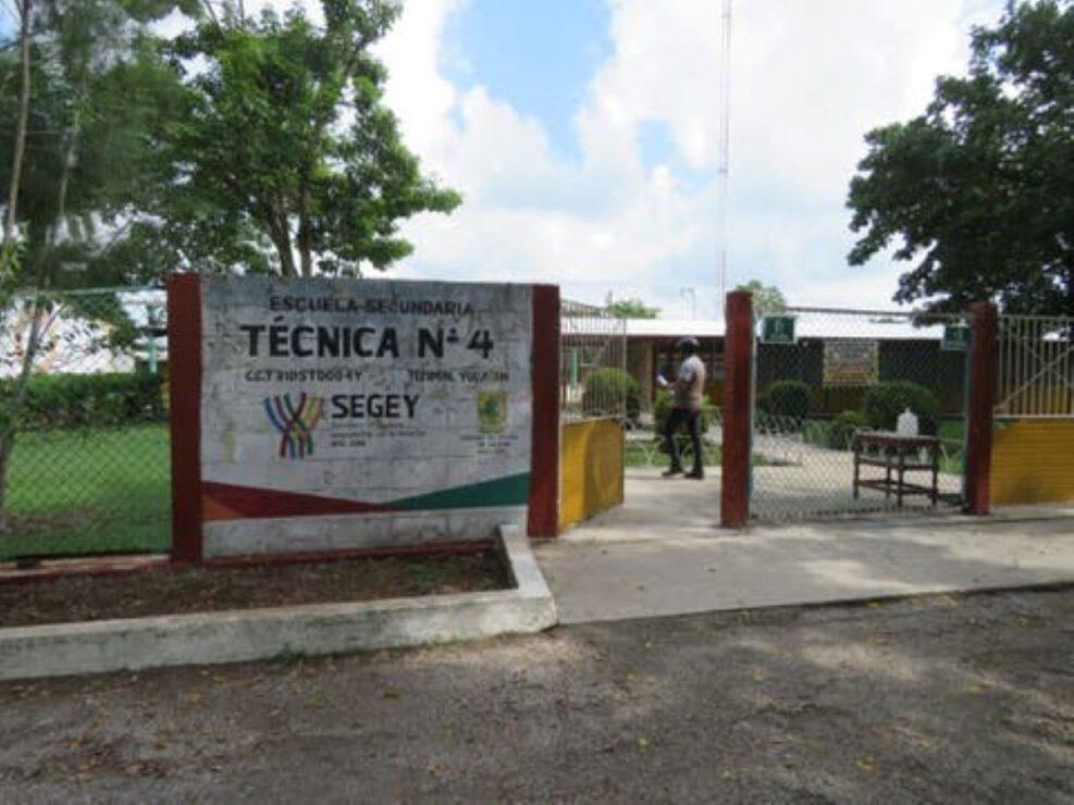 Crece temor en escuela de Tizimín tras muerte de intendente por covid