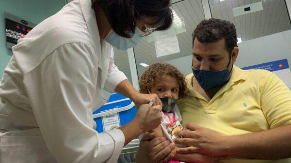"""""""Acción concertada"""" en amparos para aplicar vacunas a menores: AMLO"""