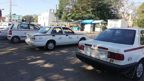 Acatan los taxistas de Cancún a las restricciones sanitarias.