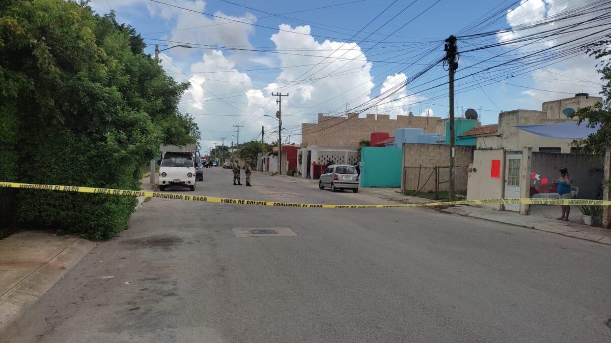 Cancún: Balean a un sujeto en Villas del Mar II (VIDEO); la víctima iba sobre la banqueta cuando recibió los disparos.