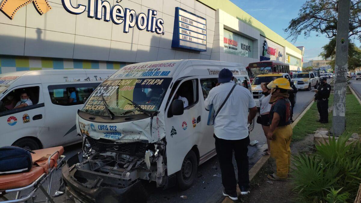 Cancún: Chocan dos unidades del transporte de pasajeros; al menos 10 lesionados (VIDEO).
