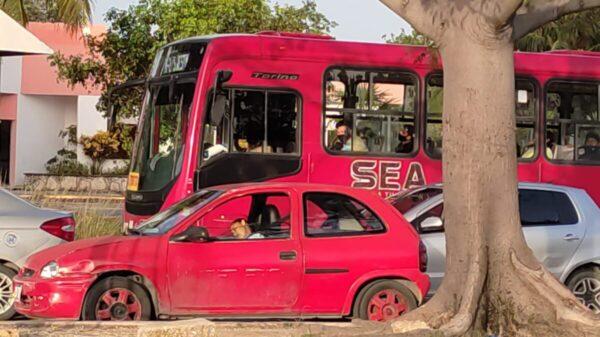 Cancún: Muere una mujer al bordo de su vehículo en la avenida Kabah.