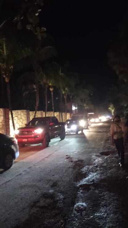 Ejecutan a balazos a un taxista en la Zona Hotelera de Cancún; esperaba turno cerca del bar Rosa Negra en el kilómetro 7.5.