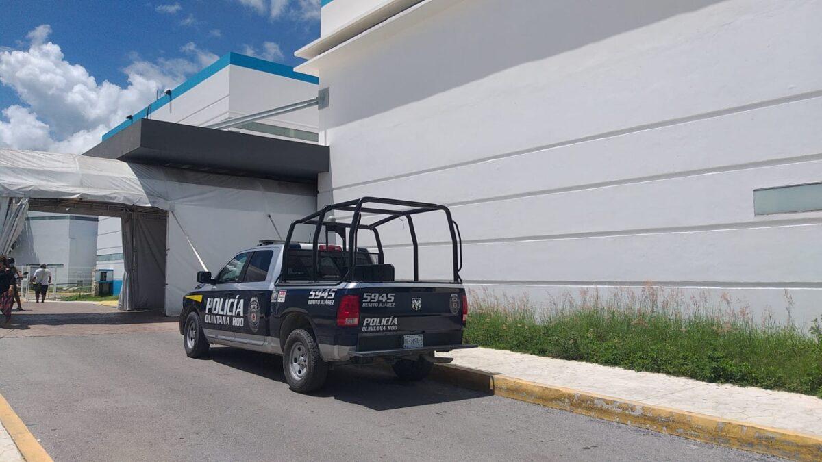 Cancún: Fallida ejecución contra presunto narcomenudista en la Región 229; fue llevada al Hospital General, por una lesión en la región lumbar.