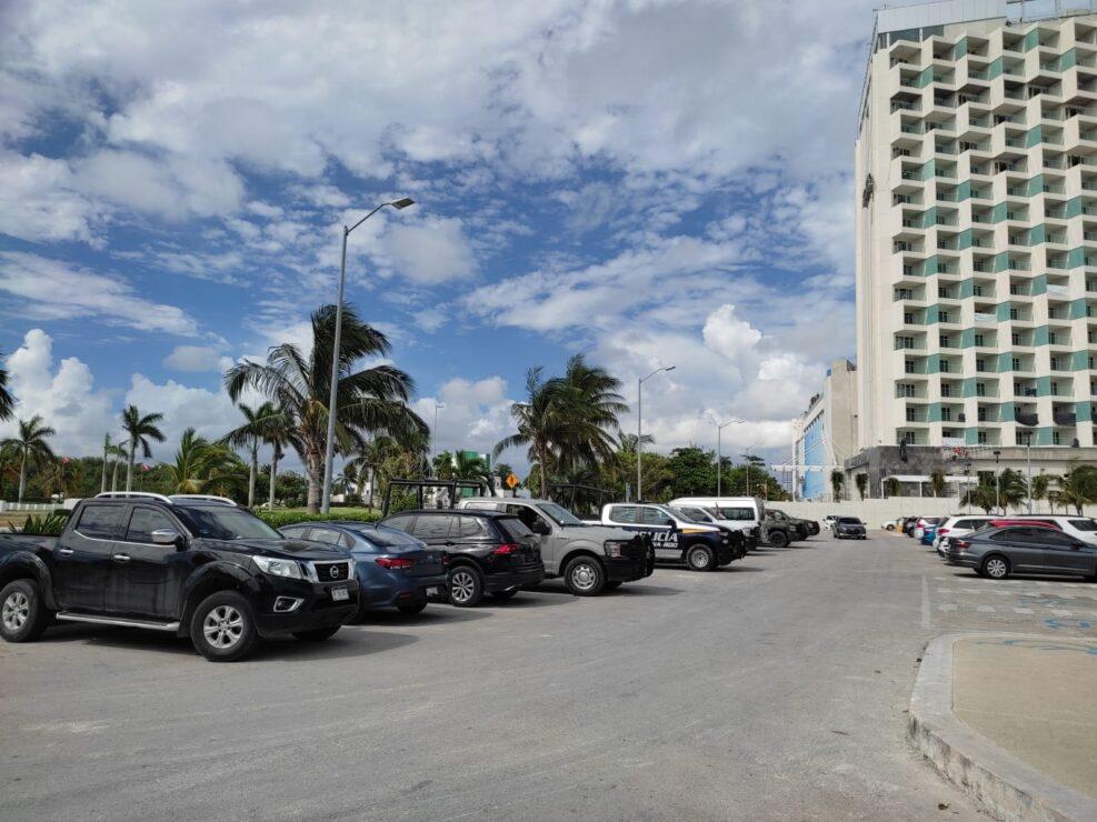 Realizan operativo de seguridad en playa Langosta de Cancún (VIDEO).