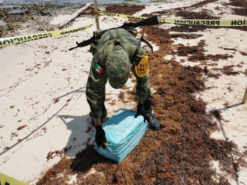 Recalan en playa de Cozumel más de 80 kilos de drogas; este alijo se une a los más de 150 kilos de cocaína y marihuana decomisados en semanas recientes.