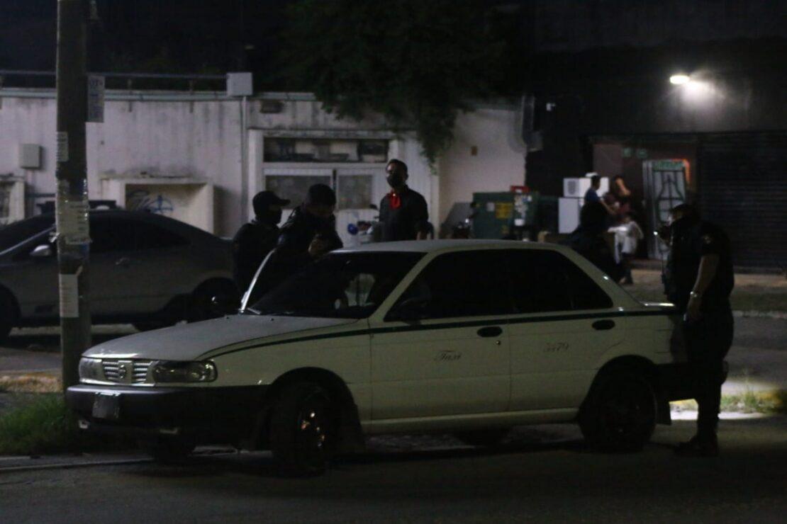 Cancún: Ejecutan a taxista afuera de un bar en la avenida Kabah; los hechos se registraron la madrugada de este 16 de septiembre.