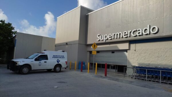 Cancún: Asesinan a guardia de seguridad en el Walmart de la Sm 21.