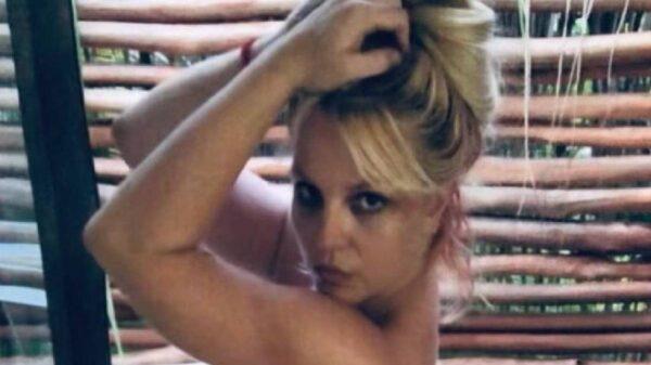 Celebra Britney Spears sin ropa que su padre ya no es su tutor