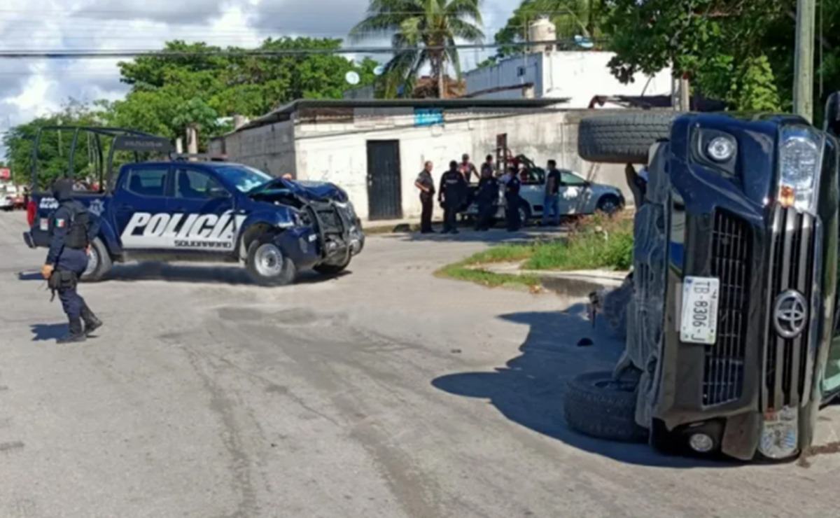 Chocan patrulla y camioneta particular en Playa Del Carmen