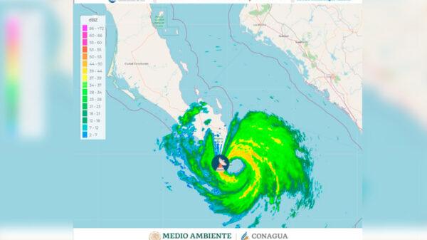 """El huracán """"Olaf"""" aterriza en San José del Cabo como categoria 2"""