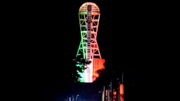 Video: Megaescultura de Chetumal luce iluminación tricolor