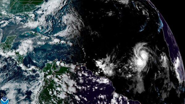 Se convertirá 'Larry' en un poderoso y devastador huracán.