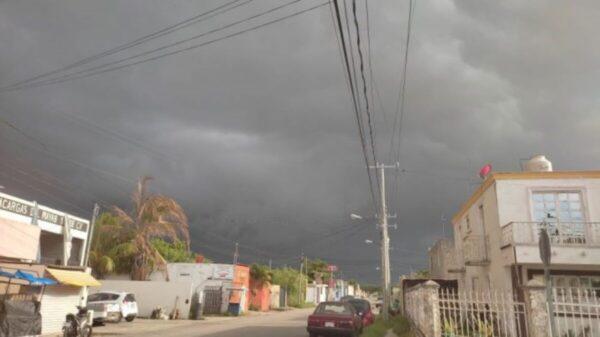 ¡Prepárese! Se esperan en Yucatán lluvias fuertes por onda tropical y baja presión
