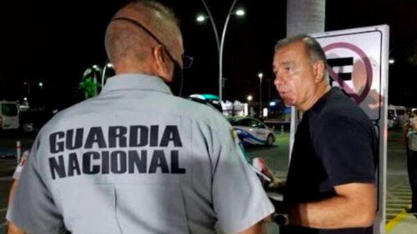 Envía juez al empresario Carlos Mimenza a su casa