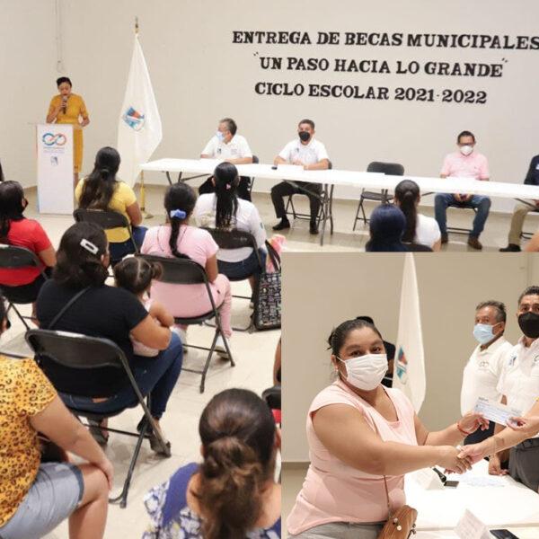 Cumple gobierno de Puerto Morelos con pago de becas a estudiantes