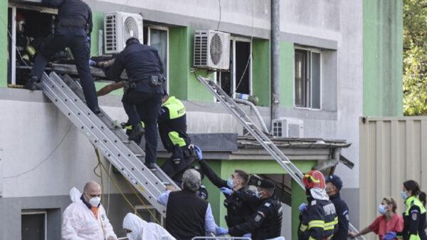 Por incendio en hospital de Rumania fallecen siete pacientes de Covid-19