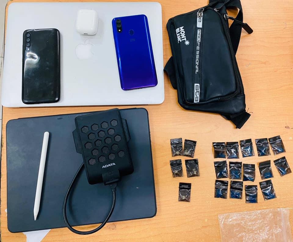 """Desmantelan banda de robacasas en Playa del Carmen; a uno de los detenidos le decomisaron varias dosis de cocaína y """"cristal""""."""