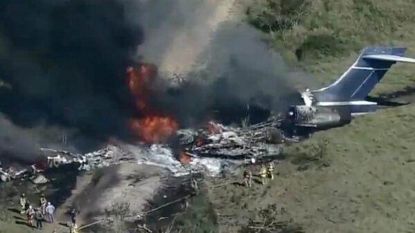 Video: Avión se accidenta e incendia en Houston 21 personas sobreviven