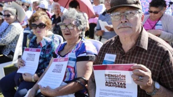 Asegura AMLO que pensión de adultos mayores aumentará el doble
